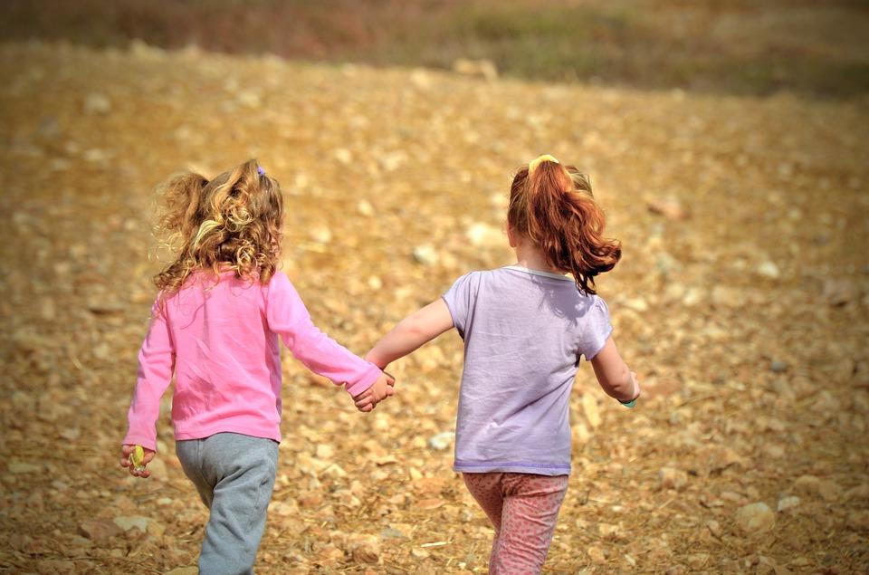 Pastreaza-i pe copii activi, chiar si in cele mai plictisitoare zile de toamna