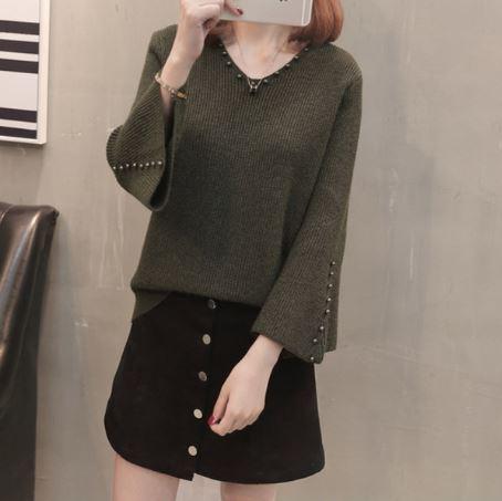 Beaded Loose Short V-Neck Sweater